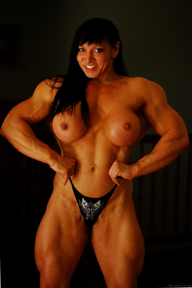 bodybuilder sandy in nude